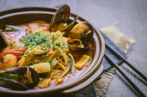 spicy-seafood-noodle